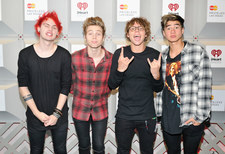 5 Seconds of Summer nago na okładce Rolling Stone