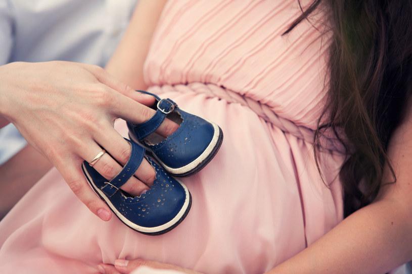 50 proc. materiału genetycznego dziecka pochodzi od biologicznej matki, 50 proc. od biologicznego ojca /123RF/PICSEL