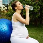 50 proc. Polek w ciąży i podczas karmienia pije za mało wody