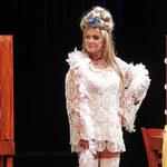 55-letnia Ewa Kasprzyk paraduje w koronkach i białych kozakach