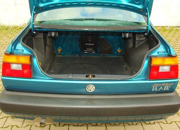 550 l to imponująca pojemność jak na samochód o długości zaledwie 438 cm. Ale otwór załadunkowy jest dosyć mały, a próg – umieszczony wyjątkowo wysoko. /Motor