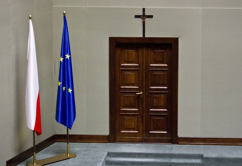 56 proc. Polaków uważa, że krzyż powinien wisieć w Sejmie. /Krystian Dobuszyński /Reporter