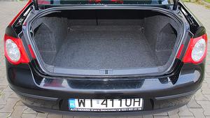 565 litrów - bagażnik jest ogromny, ale mało regularny. (kliknij, żeby powiększyć) /Motor