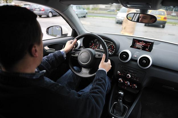 65 proc. pracowników korzysta ze służbowego samochodu /© Panthermedia
