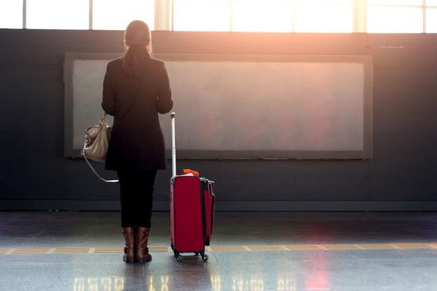 66 procent Polek chce pracować za granicą /123RF/PICSEL