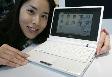 7-calowy Eee PC Asusa - pierwszy na rynku netbook, powstały na gruzach projektu OLPC /AFP