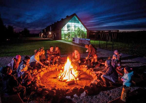 Pobyt w Zalesiu może zakończyć wspólne ognisko połączone z pieczeniem kiełbasek