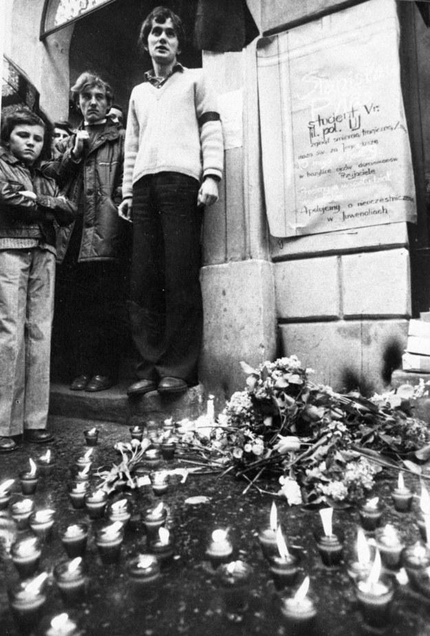 7 maja 1977 r. Brama przy ul. Szewskiej 7 w Krakowie /KARTA /Agencja FORUM