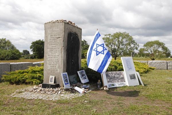 Uroczystości przy pomniku ku czci pomordowanych Żydów