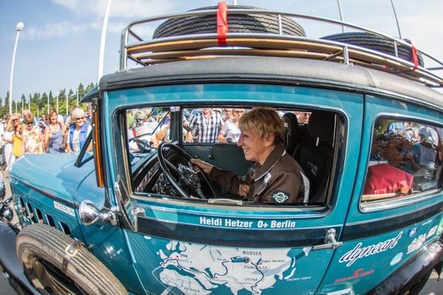 77-latka wyruszyła autem w podroż dookoła świata