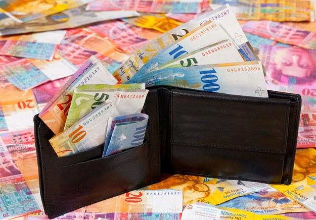 78 proc. Szwajcarów odrzuciło w niedzielnym referendum pomysł wprowadzenia bezwarunkowego dochodu podstawowego /123RF/PICSEL