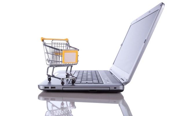 83 proc. internautów robi zakupy w sieci - cyberprzestępcy czekają na ich bląd. Jak nie dać się okraść? /123RF/PICSEL