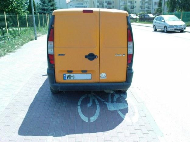 ...a rowerzyści mogą sobie chodnikiem