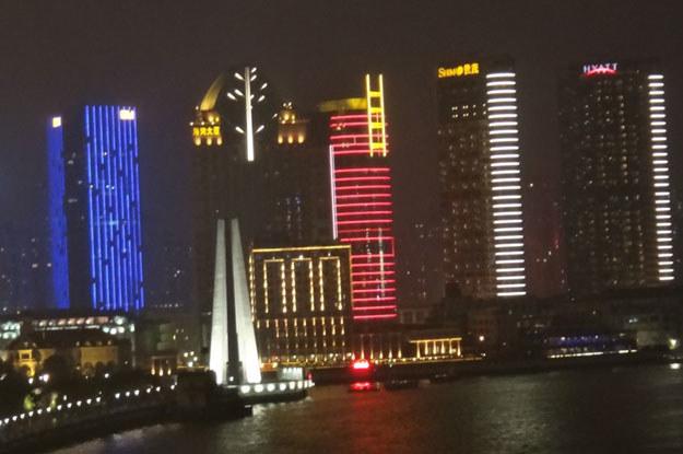 A tu rozświetlone centrum Szanghaju /INTERIA.PL