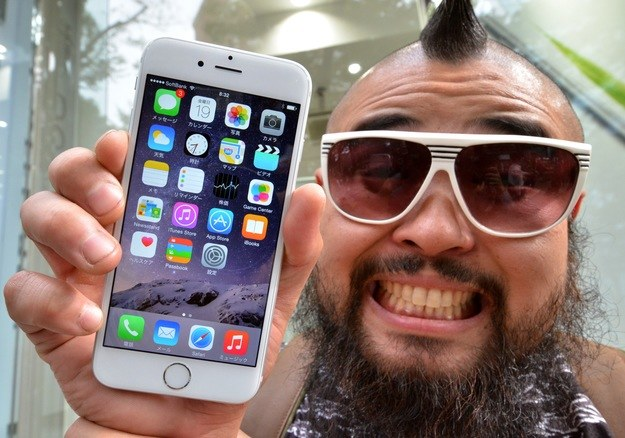A ty? Kochasz swojego iPhone'a? /AFP
