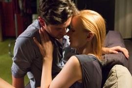 A Wiktoria spróbuje przekonać Adama o tym, jak bardzo jest szczęśliwa z Tomaszem.