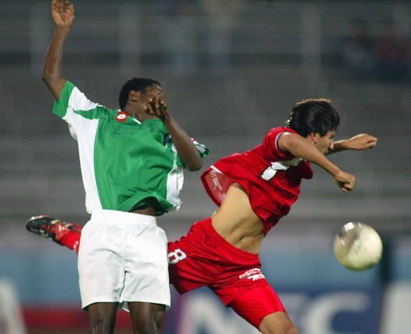 Abel Salami (w zielonej koszulce) okazał się prawdziwym katem Górnika Zabrze /Agencja Przegląd Sportowy