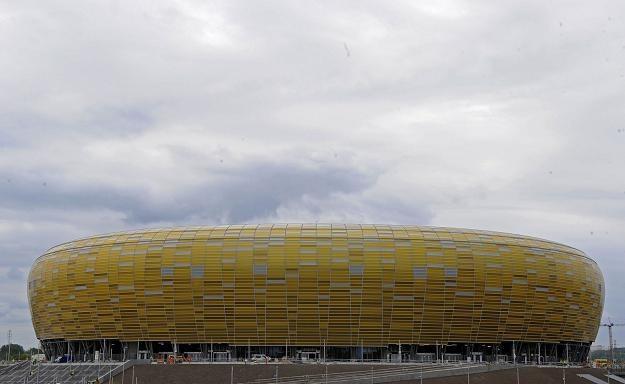 Aby dostać się do PGE Arena w Gdańsku trzeba będzie postać w korkach. /AFP