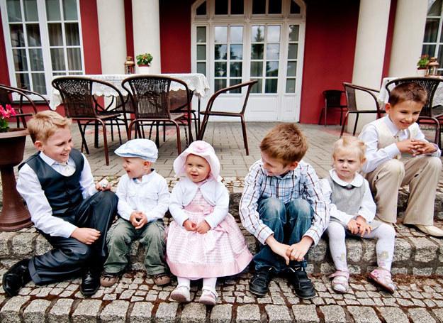 Aby przyjęcie weselne nie znudziło dzieci, warto zatrudnić animatora /abcslubu.pl