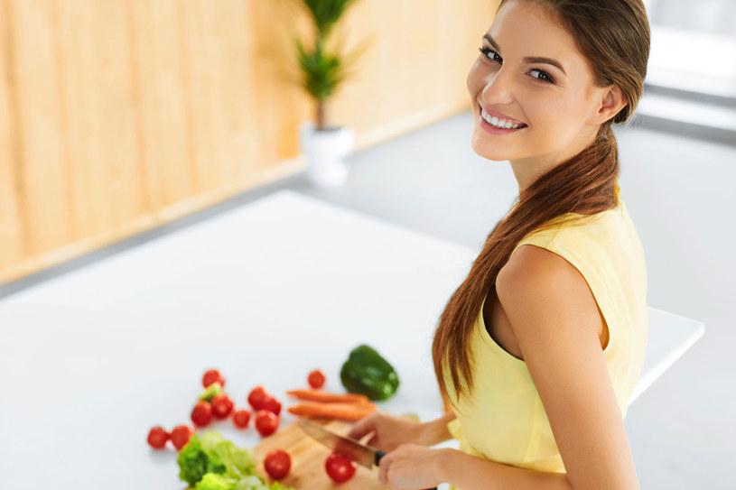 Aby twój układ hormonalny mógł sprawnie funkcjonować, organizm musi otrzymywać właściwe składniki odżywcze. W dodatku w odpowiednich ilościach i czasie /©123RF/PICSEL