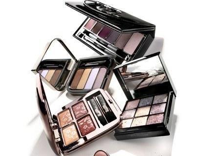 Aby twoje spojrzenie stało się bardziej wyraziste stosuj cienie zawierające różowe pigmenty
