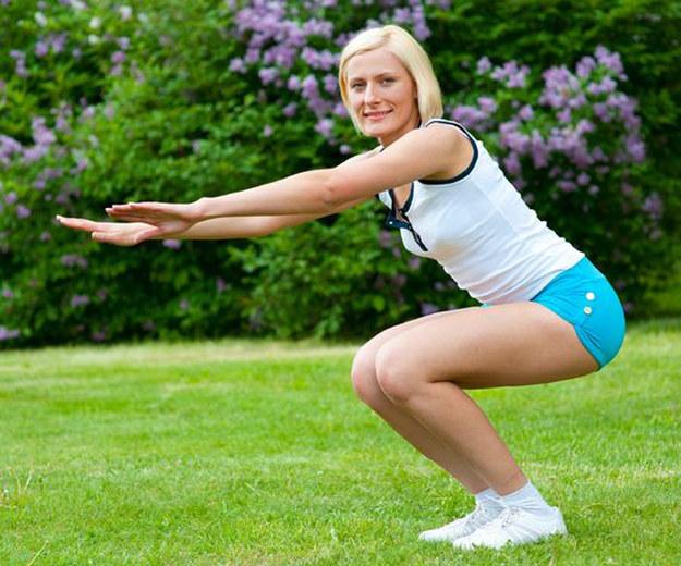 Aby ujędrnić pośladki konieczne są systematyczne i prawidłowo wykonywane ćwiczenia /©123RF/PICSEL