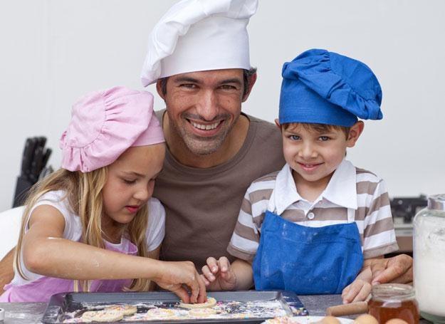 Aby urozmaicić maluchowi posiłki, możecie przygotować je wspólnie /© Panthermedia