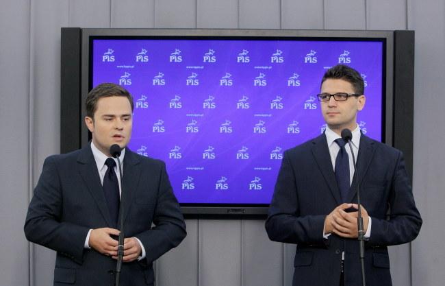 Adam Hofman i Mariusz Kamiński /PAP/Paweł Supernak /PAP