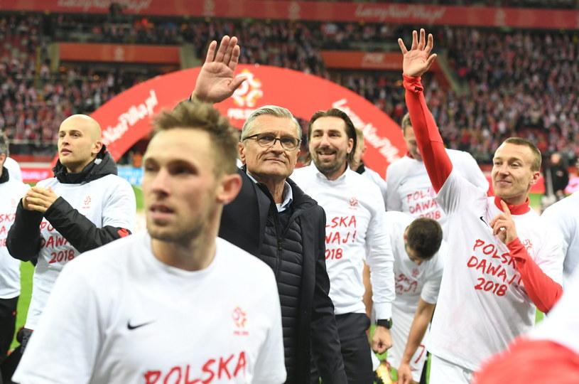 Adam Nawałka wśród swoich zawodników /Bartłomiej Zborowski /PAP