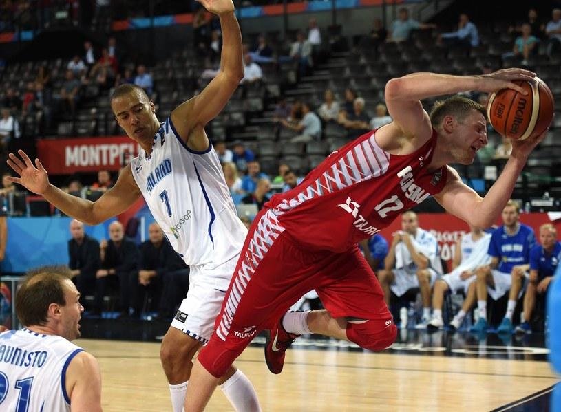 Adam Waczyński podczas meczu kwalifikacyjnego z Finlandią /AFP