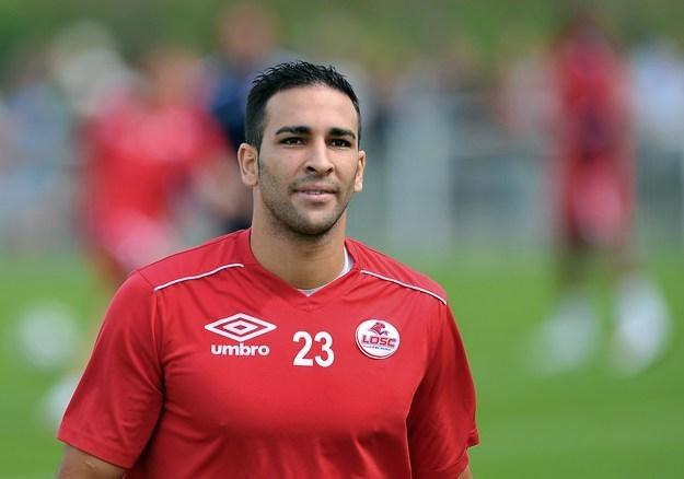 Adil Rami w czerwcu 2011 roku zmieni klub. Podpisał kontrakt z Valencią /AFP
