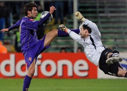 Adrian Mutu uratował Fiorentinę trzema golami /AFP