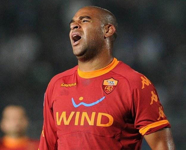 Adriano po paśmie sukcesów w Brazylii, w Rzymie notuje wyłącznie sportowe porażki /AFP