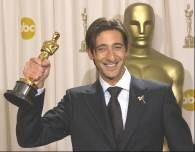 Adrien Brody ze statuetką Oscara /RMF