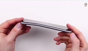 Afera z iPhone 6 Plus - smartfon łatwo zmienia kształt?