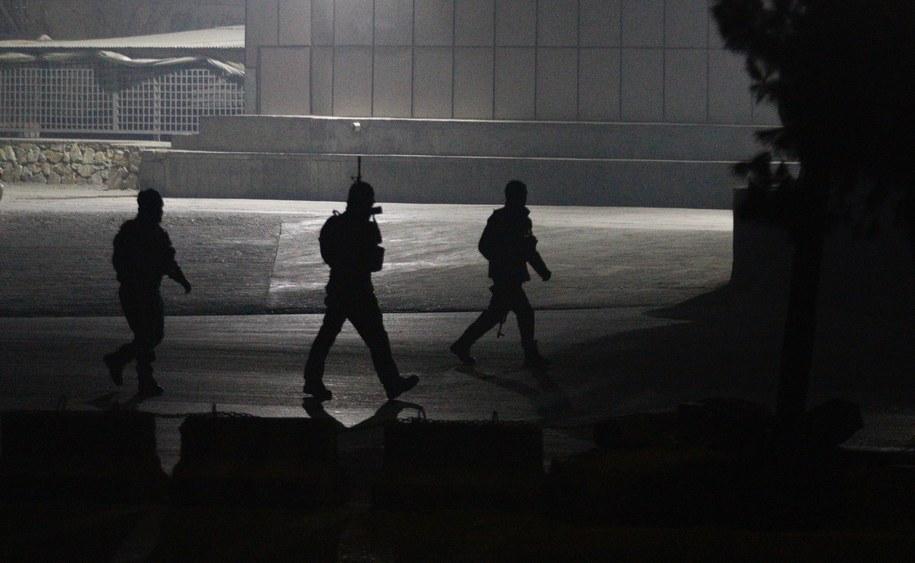 Afgańskie siły bezpieczeństwa na miejscu zdarzenia /JAWAD JALALI /PAP/EPA