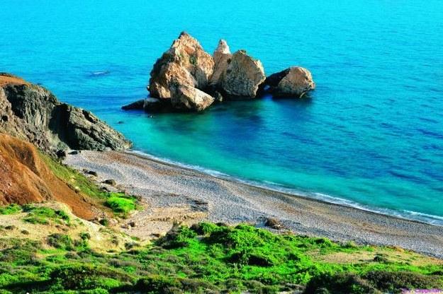 Afrodyta wyłoniła się przy skałach Petra tou Romiou. Legenda głosi, że każdy, kto zażyje...