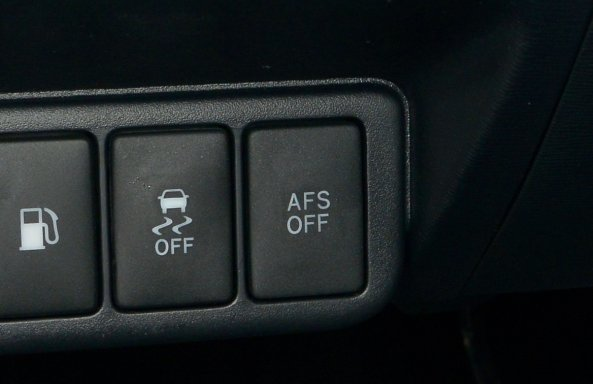 AFS: inteligentne oświetlenie. Reflektory mogą obracać się o 5-15 stopni. /Motor