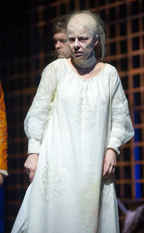 """Agata Kulesza w spektaklu """"Mary Stuart"""" /Krupa /East News"""
