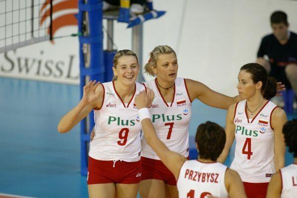 Agata Mróz (pierwsza z lewej) po miesięcznej przerwie wróciła do reprezentacji /Foto: Plus GSM