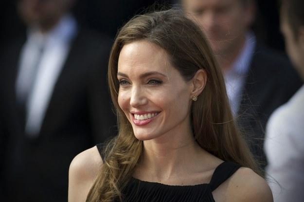 Agelina Jolie usunęła jajniki i jajowody /AFP