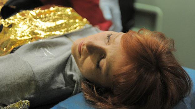 Agnieszka (Magdalena Walach) postanowi pożegnać się z życiem /Agencja W. Impact