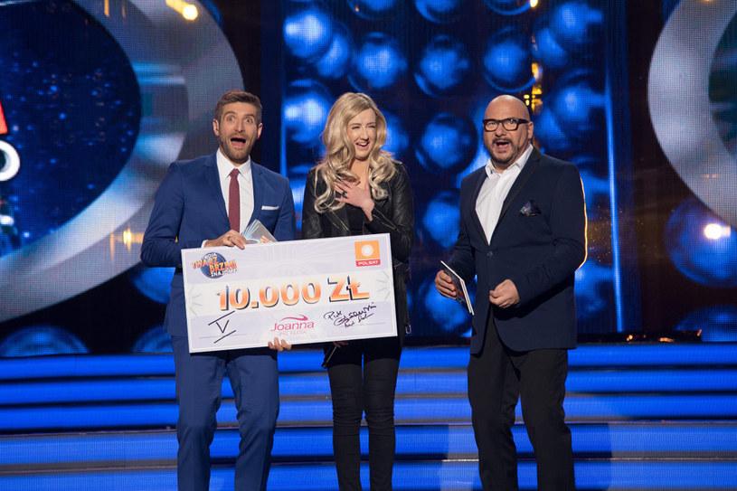 Agnieszka Twardowska z nagrodą i gospodarzami show /Maciej Zawada /Polsat