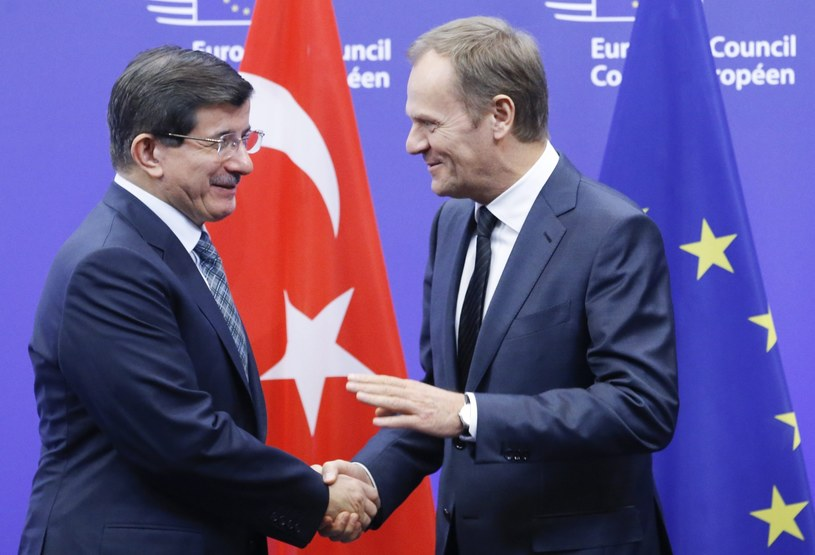 Ahmet Davutoglu i Donald Tusk /PAP/EPA