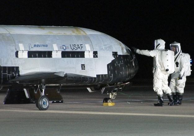 Air Force  X-37B - kosmiczny samolot przedłuża pobyt w przestrzeni /AFP