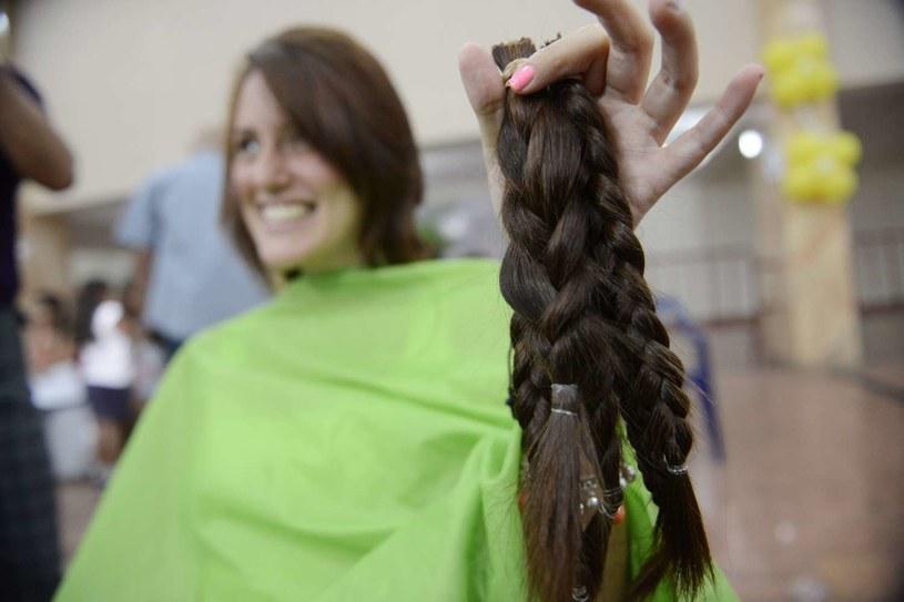 Akcja oddawania włosów kobietom po chemioterapii /AFP