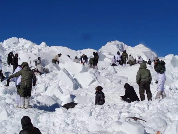 Akcja poszukiwawcza na lodowcu Sjaczen //INDIAN DEFENSE MINISTRY / HANDOUT /PAP/EPA