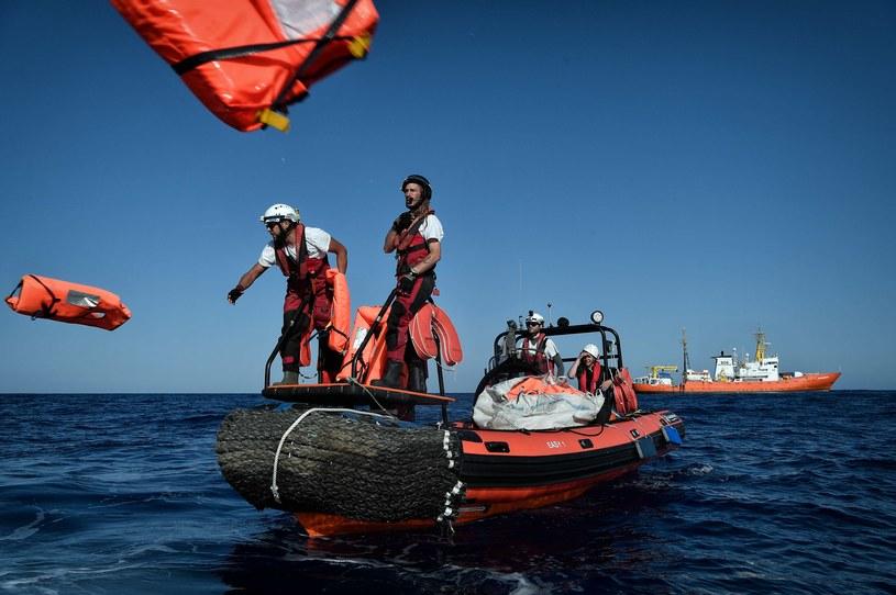 Akcja ratunkowa na Morzu Śródziemnym /LOUISA GOULIAMAKI /AFP