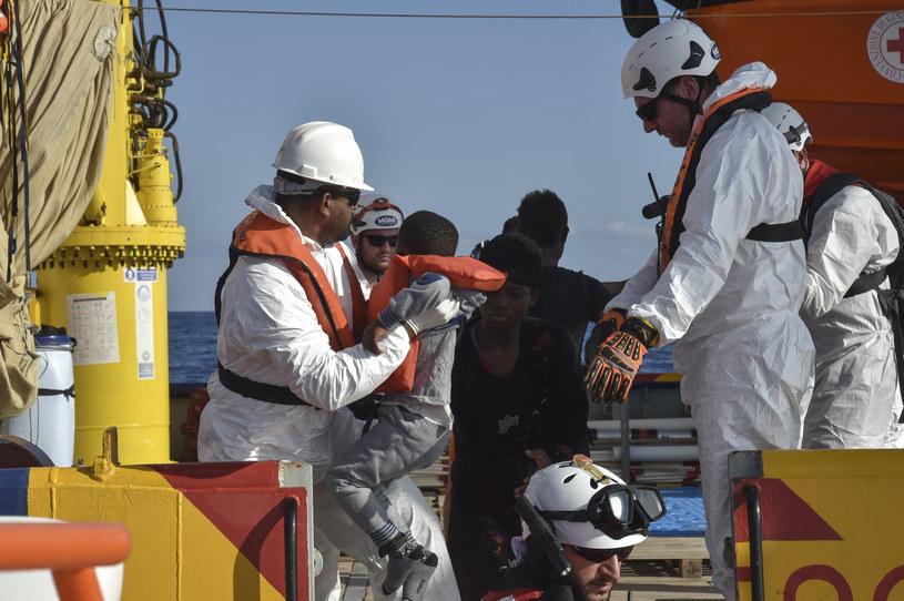 Akcja ratunkowa; nie wszystkie dzieci mają szczęście jej doczekać /AFP
