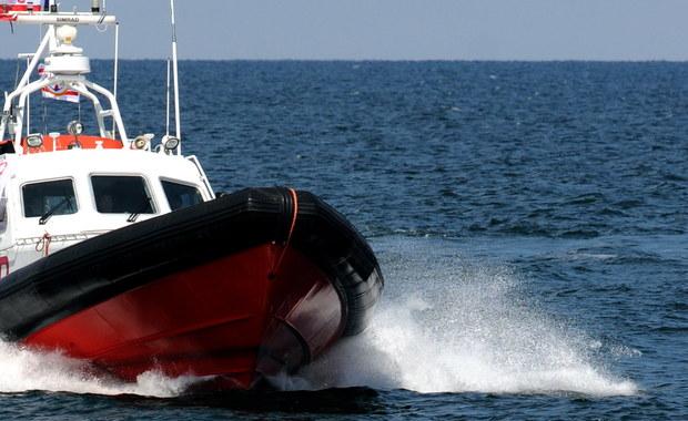 Akcja ratunkowa w Zatoce Puckiej. Nie wiadomo, do kogo należy dryfująca łódź